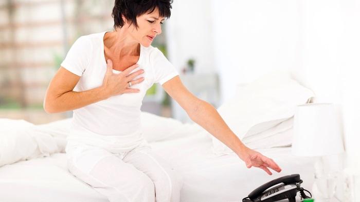 Почему болит грудная клетка у женщин