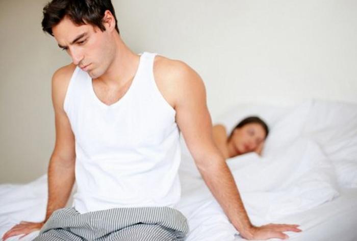 Почему болит левое яичко у мужчин