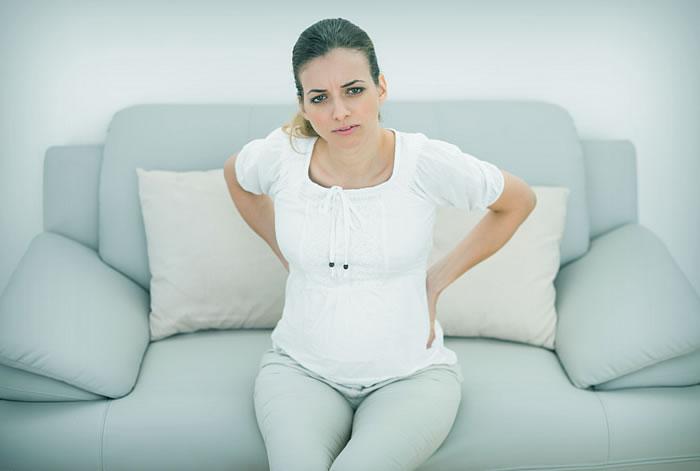 Почему болит поясница при беременности?