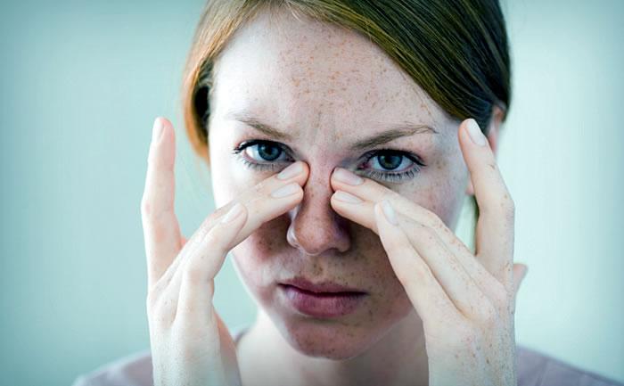 Почему болят глаза, когда ими двигаешь